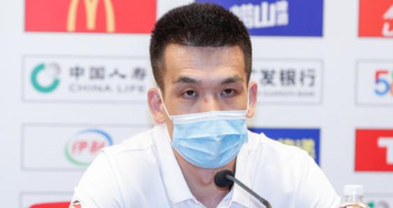 北京主帅解立彬:大胜福建不是对手打得差,而是我们防得好。战北京已经放下包袱,跟他们拼了