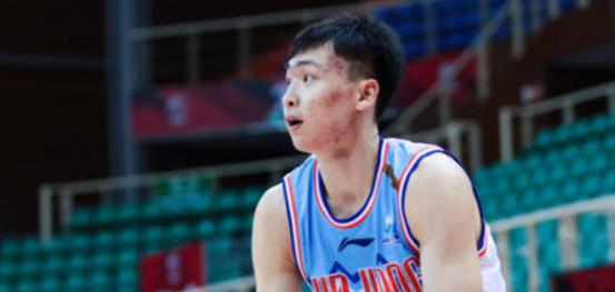 新赛季的新疆男篮在快速的成长 青春风暴将席卷CBA