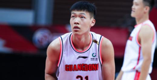 CBA联赛广东男篮18岁小将张昊表现优异 拿下12分11篮板3封盖