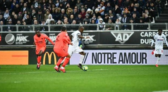大巴黎8年来首次半场丢3球 令人意外的结局