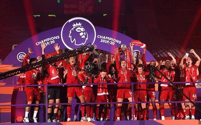 欣赏利物浦的捧杯时刻,烟花绚丽夺目