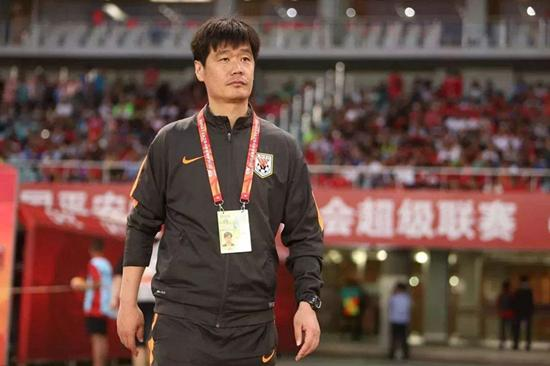 郝伟成功的担任山东鲁能主教练 李霄鹏卸任山东