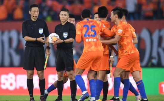 中超第二轮足球裁判再次担任主角 点
