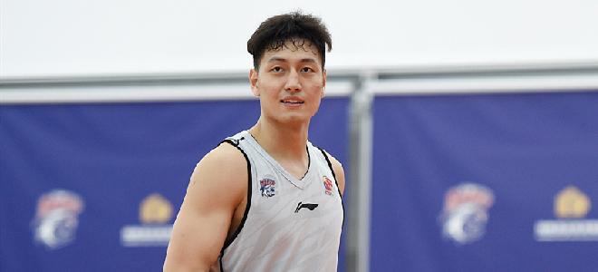 2020年状元区俊炫在上海男篮没有出场